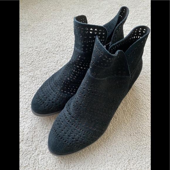 Crown Vintage Black Suede Boots - Size 7
